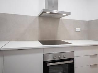 Reforma integral en calle Rera Palau de Barcelona Grupo Inventia Cocinas integrales Compuestos de madera y plástico Blanco