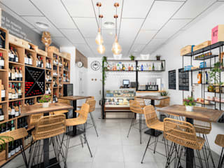 Vinoteca Gourmet Ambar Decoraciones Bares y clubs de estilo mediterráneo Madera Acabado en madera