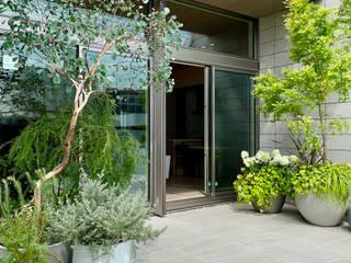(有)ハートランド Modern balcony, veranda & terrace