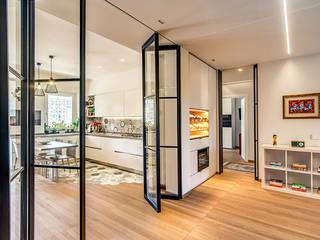 MOB ARCHITECTS Pasillos, vestíbulos y escaleras de estilo moderno
