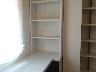 DESPACHO-HABITACIÓN DE INVITADOS A MEDIDA BORONIA HOME Estudios y despachos de estilo moderno Tablero DM Blanco