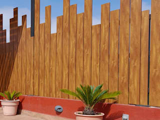Lamitec SA de CV Minimalistischer Balkon, Veranda & Terrasse Metall Holznachbildung