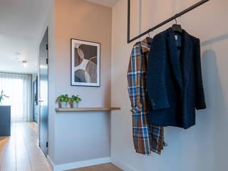 MIRA Interieur & Meubelontwerp Minimalist corridor, hallway & stairs Wood Wood effect