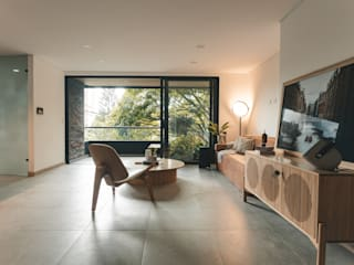 Adrede Arquitectura Modern living room Wood Brown