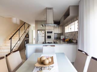 Casa no Royal Boulevard Residence & Resort Santos Arquitetura Cozinhas modernas Azulejo