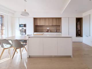 Attico Giardino di Roma Spazio 14 10 Soggiorno moderno Legno Bianco