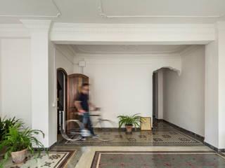 tambori arquitectes Mediterranean style corridor, hallway and stairs Ceramic White