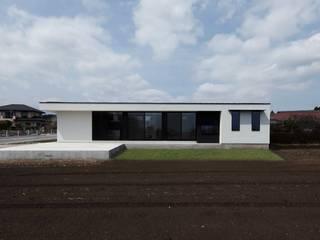 STaD(株式会社鈴木貴博建築設計事務所) Casa unifamiliare Bianco