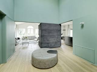 Heerwagen Design Consulting Modern corridor, hallway & stairs