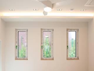 AAPA건축사사무소 Puertas y ventanas de estilo moderno