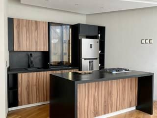 La Central Cocinas Integrales S.A de C.V KitchenStorage Wood-Plastic Composite Wood effect