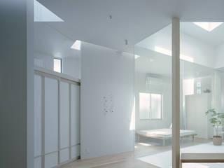 藤原・室 建築設計事務所 Salas de estar modernas Branco