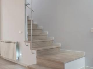 Reforma de casa en Vilanova del Vallès Grupo Inventia Escaleras Madera Acabado en madera