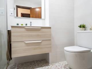 Reforma de cuarto de baño en calle Villarroel de Barcelona Grupo Inventia Baños de estilo mediterráneo Azulejos Beige