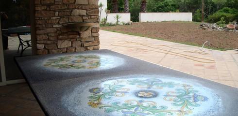Tavoli Da Giardino Pietra Lavica.Tavolo Da Giardino In Pietralavica Maiolicata Decorata A Mano