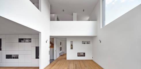 Salon de style  par Bruck + Weckerle Architekten