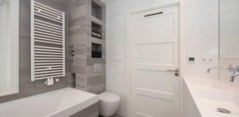 modern Bathroom by Het Ontwerphuis