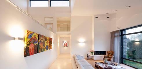 Zithoek: moderne Woonkamer door Sax Architecten