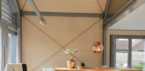 Lofthome Bergen (NH): moderne Woonkamer door Blok Kats van Veen Architecten