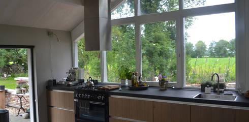 modern Kitchen by Dorenbos Architekten bv