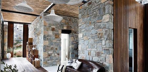 Pasillos y recibidores de estilo  por Engel & Völkers Bodrum