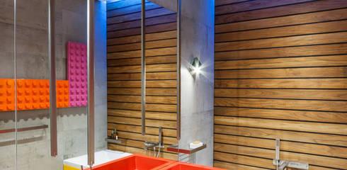 apartment V-21:  Bathroom by VALENTIROV&PARTNERS