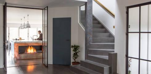 Corridor & hallway by Nice Brew Interior Design