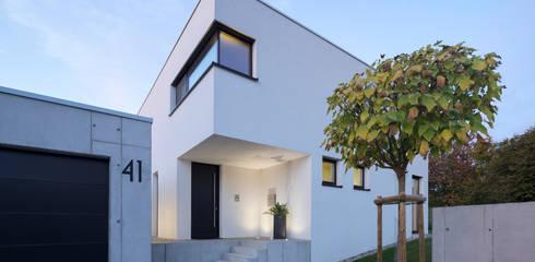 Einfamilienhaus KN08 auf dem Schurwald: moderne Häuser von Schiller Architektur BDA