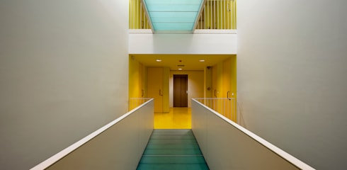 Pasillos y recibidores de estilo  por buerger katsota zt gmbh