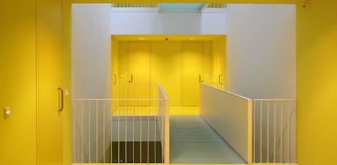 Couloir et hall d'entrée de style  par buerger katsota zt gmbh