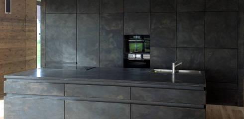 Stone under the wood: moderne Küche von Architekt Zoran Bodrozic