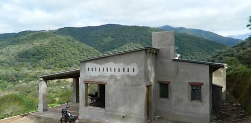 FERRER||AGUIRRE ARQUITECTURA+DISEÑO+MUEBLES의  주택