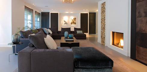Villa in 't Gooi:  Woonkamer door Designa Interieur & Architectuur BNA