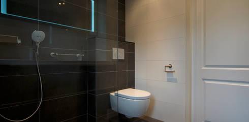 Baños de estilo  por AGZ badkamers en sanitair