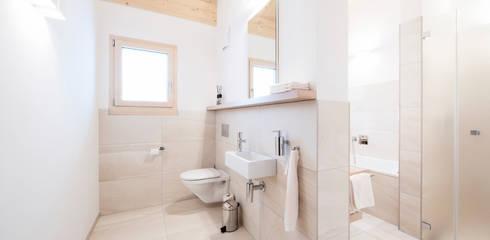 Banheiros rústicos por Mood Interieur