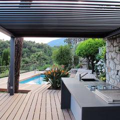 Cuisine d'été INSIDE Création Balcon, Veranda & Terrasse modernes