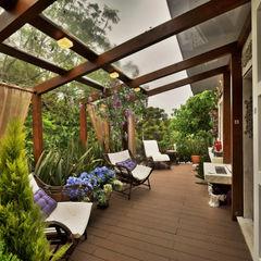 Bender Arquitetura Balcones y terrazas de estilo rústico