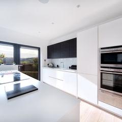 MR & MRS BLANK'S KITCHEN Diane Berry Kitchens Cocinas de estilo moderno