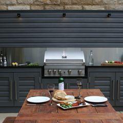 Urban Courtyard for Entertaining Bestall & Co Landscape Design Ltd Moderne tuinen
