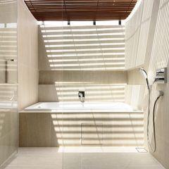Well of Light HYLA Architects Modern bathroom