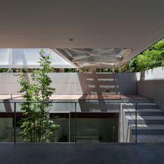 PATIO Yaita and Associaes Modern Balkon, Veranda & Teras