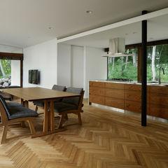 ダイニングキッチン~029那須Hさんの家 atelier137 ARCHITECTURAL DESIGN OFFICE 北欧デザインの ダイニング 木 ブラウン