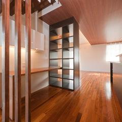 エヌスペースデザイン室 Eclectic style corridor, hallway & stairs