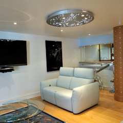The Sea House, Porth, Cornwall The Bazeley Partnership Salas multimedia modernas