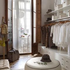 Deu i Deu Closets de estilo ecléctico