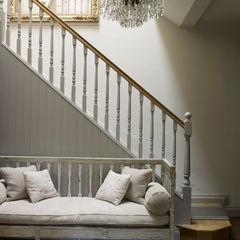 Hallway homify Rustic style corridor, hallway & stairs