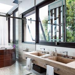 Infinity Spaces Ванная комната в стиле модерн
