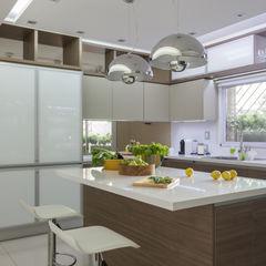 detalle de muebles de cocina GUTMAN+LEHRER ARQUITECTAS Cocinas modernas: Ideas, imágenes y decoración