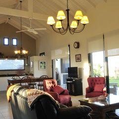 espacio integrado Parrado Arquitectura Salas de estilo rural