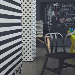 Blockstreifen schwarz/ weiß horizontal homify Wände & BodenTapeten